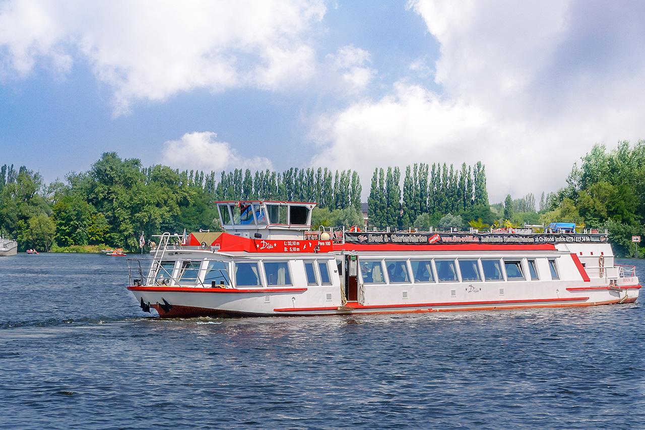 Heiraten auf dem Charterschiff Diva in Berlin